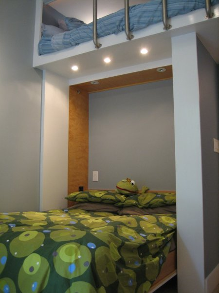 Murphy bed, Pat\'s place.