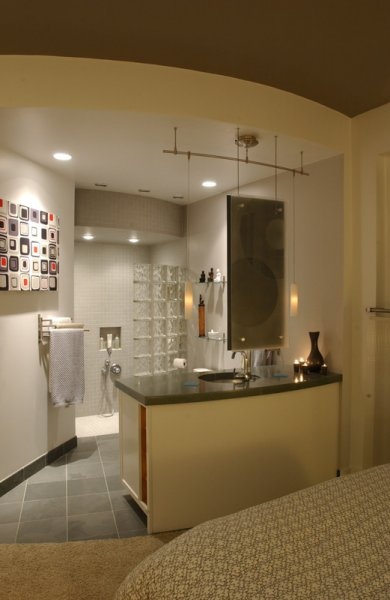 Shot showing bathroom at Pat\'s place.